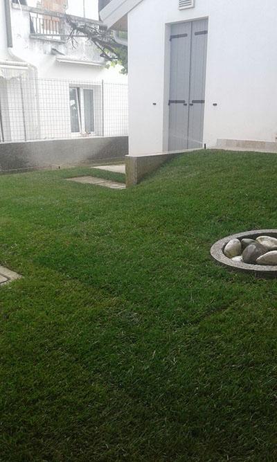 Stesura prato a rotolo con impianto irrigazione
