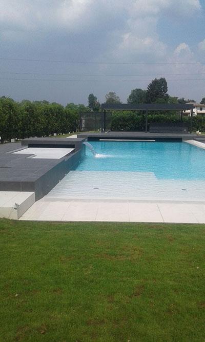 Realizzazione prato e siepi con relativo impianto piscina